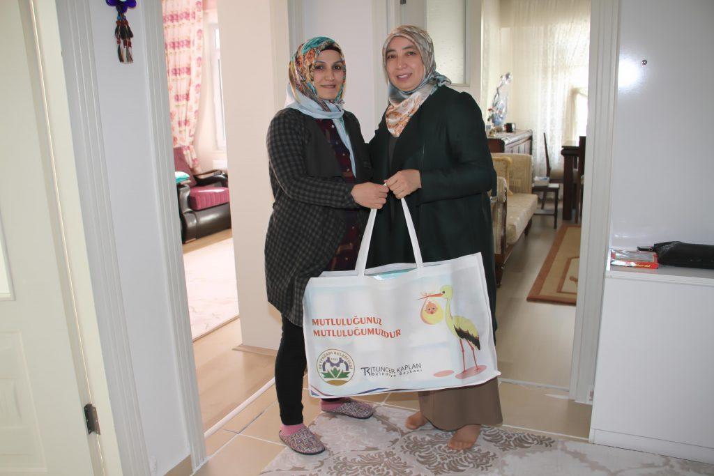 Beypazarı Belediyesi Ailelerin ''Bebek'' Mutluluğuna Ortak Oluyor