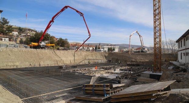 Yeni Belediye Binasına İlk Beton Atıldı